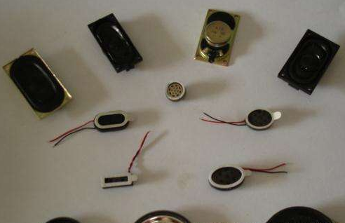 扬声器行业常用的UV胶水与溶剂胶,它们的优缺点分别是什么?