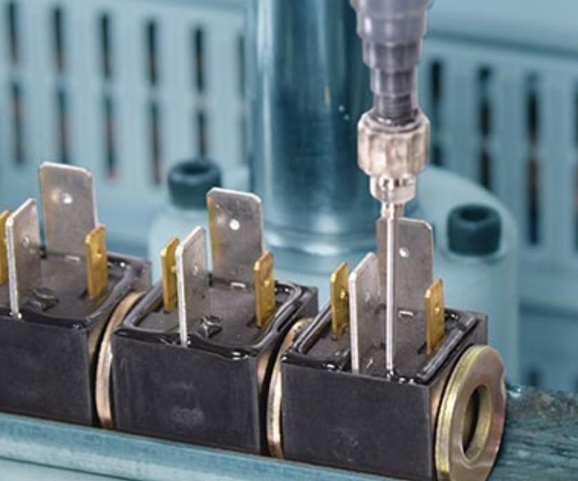 在使用胶粘剂时,我们该如何选择固化速度更适合自已生产的胶粘剂?